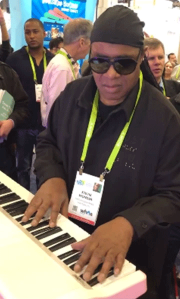 news_Steve-Wonder-at-The-ONE-CES-Booth